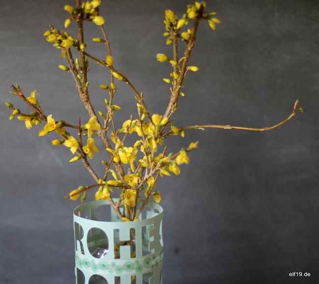 Vase aus Papierresten