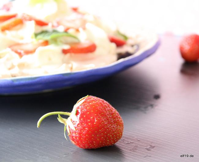 Pavolva mit Erdbeeren