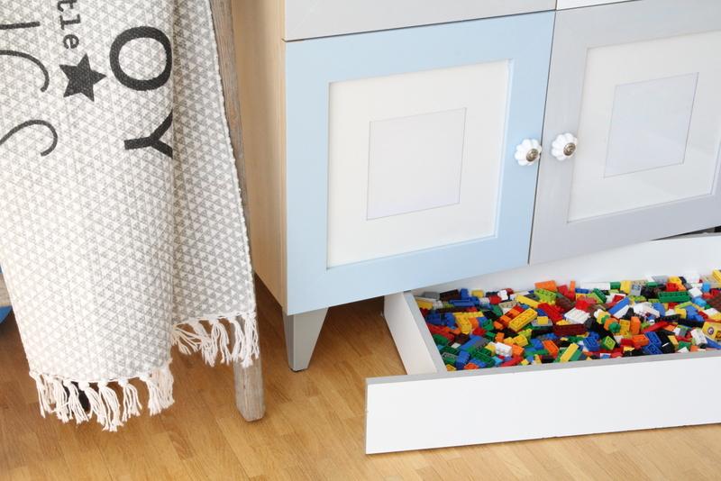 DIY: } Lego Aufbewahrung - versteckt unter der Kommoden ...