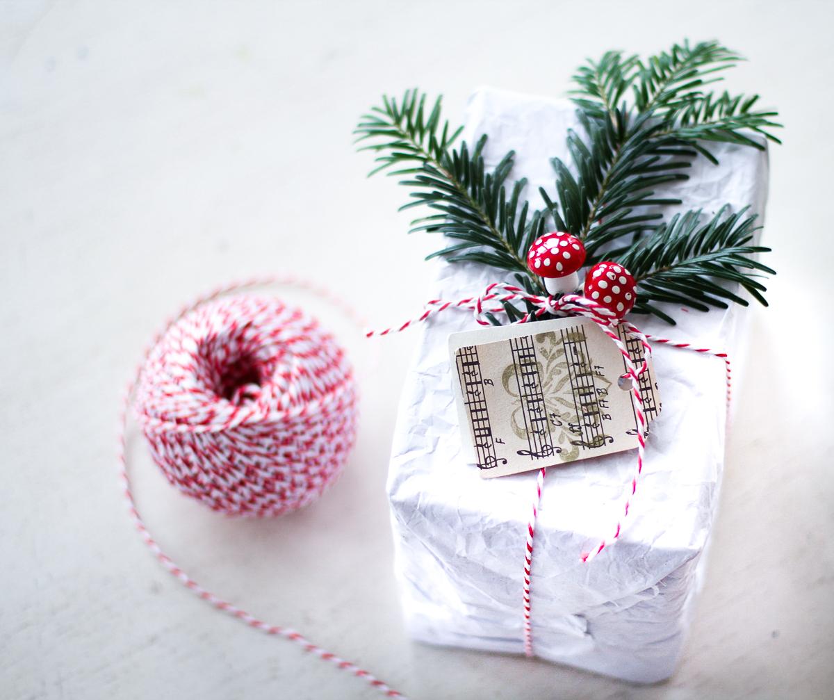 Geschenke verpacken schlicht und schön